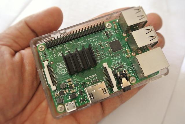 mikrokontrolér v ruce