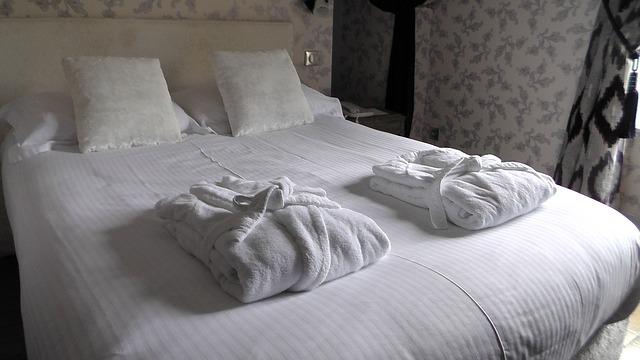 župany na posteli