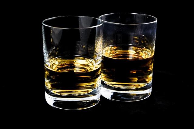 skleničky s whisky