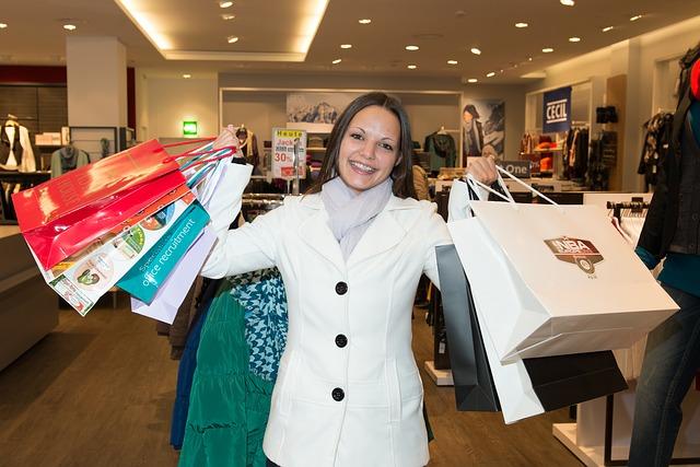 dívka na nákupech