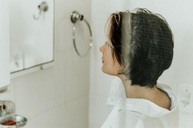 Žena v kúpeľni